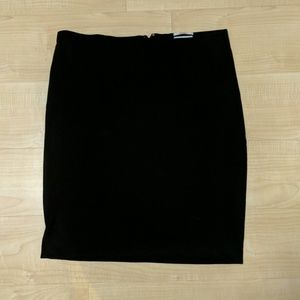 Black pencil skirt with pockets!
